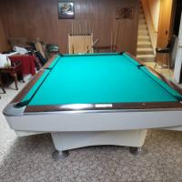 Emaculate Beautiful White Skirted Brunswick Gold Crown I. 9ft Pool Table